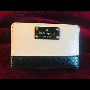 Black and White like new leather wallet